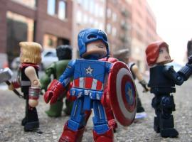 "Avengers Movie Minimates Arrive to Toys ""R"" Us"