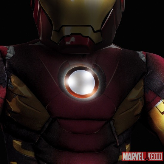 Iron Man Mark 7 Avengers Muscle Light Up (Detail)