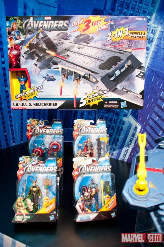 Hasbro Avengers Helicarrier and figures