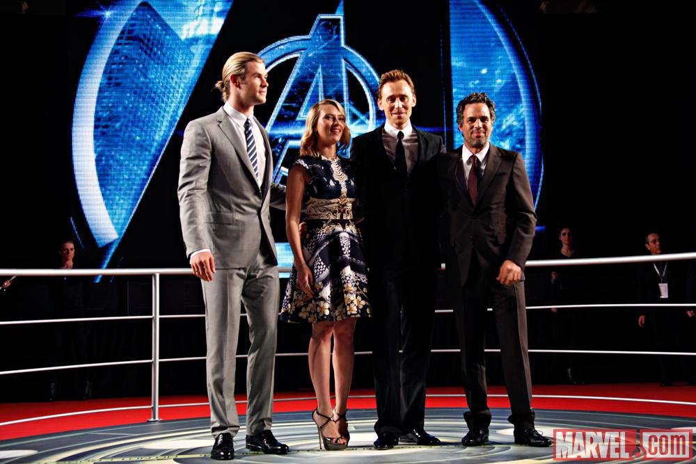 Tom Hiddleston And Scarlett Johansson