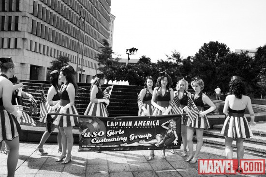 Dragon*Con 2011: Captain America Girls before the Parade
