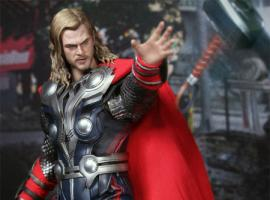 Thor Sixth Scale figure by Hot Toys