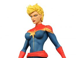 Diamond Select Toys Captain Marvel figure